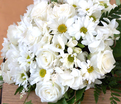bridal flowers - roses and daisies
